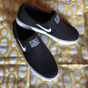Black Nike canvas sneakers